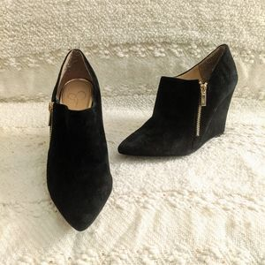 Jessica Simpson | Black Pointed Suede Wedges